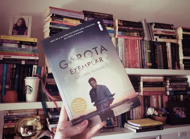 Resenha do livro Garota Exemplar da Paola Aleksandra para o blog Livros e Fuxicos