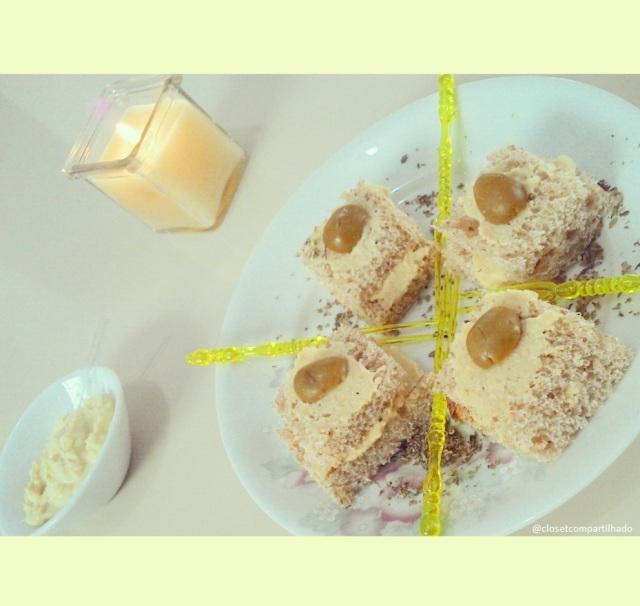 Pasta de grão-de-bico com pão e azeitona
