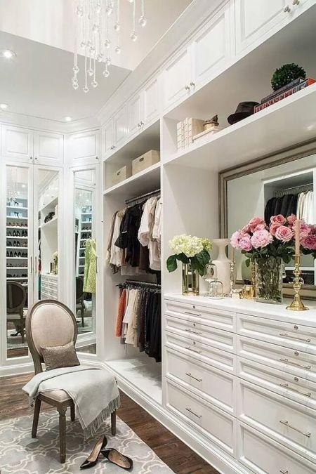 Closet decorado com flores